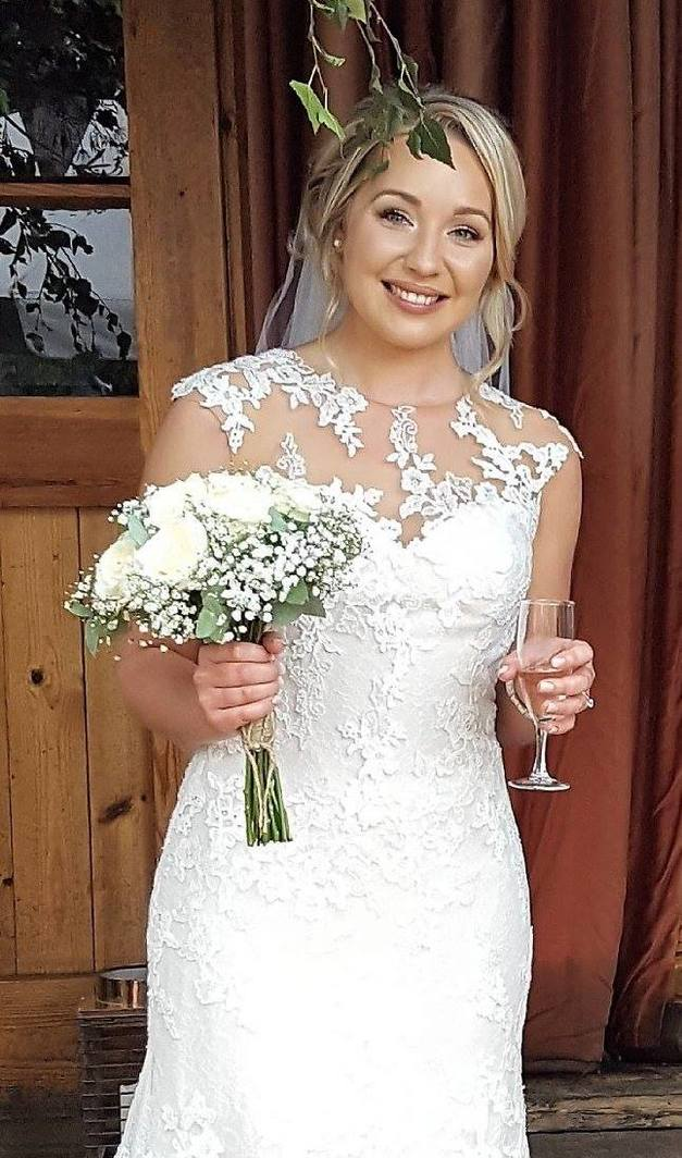 Bridal Makeup, Bridal hair and makeup, Bridal makeup artist, makeup artist, makeup lessons, makeup courses in Berkshire, Surrey, Hampshire, Farnham, Alton, Chertsey, Sandhurst, Yateley, Bracknell, Ascot, Windsor, Sunningdale, Fleet, Guildford, Frimley, Reading, Aldershot, Camberley, Farnborough, Crowthorne, Basingstoke, Woking, Wokingham