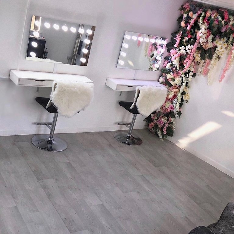 Professional Bridal Hair & Makeup Artist in Berkshire, Surrey, Hampshire, Chertsey, Alton, Farnham, Camberley, Bracknell, Farnborough, Yateley, Ascot, Windsor, Fleet, Reading, Aldershot, Frimley, Guildford, Makeup Courses in Hampshire, Berkshire and Surrey